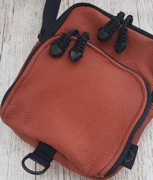 Skórzana torebka, saszetka na ramię - ciepły brąz