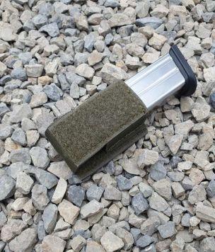 Magazine pistol elastic pocket hook mounted