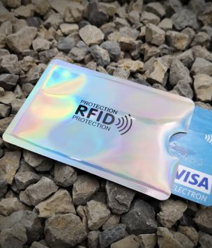 Etui na kartę z ochroną RFID pionowe