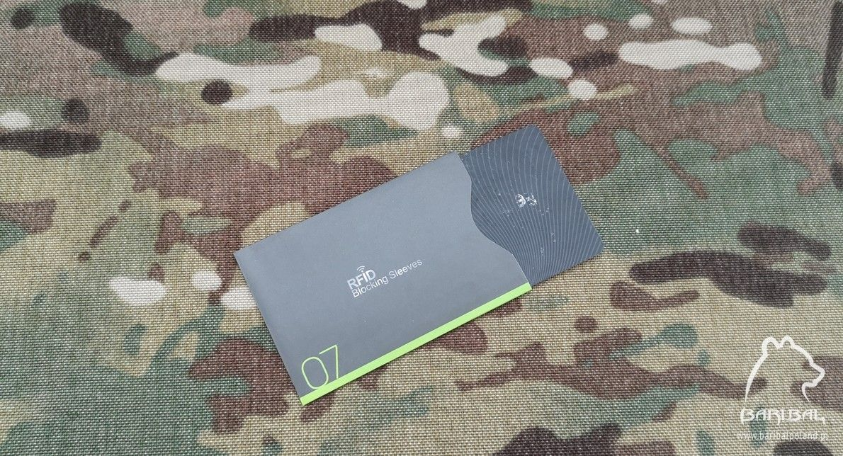 bf3ccb987c5ea Etui na kartę z ochroną RFID pionowe - BaribalPoland