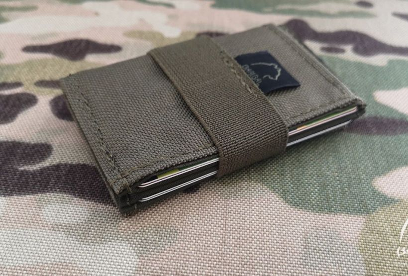 Małe etui na karty i banknoty - card holder