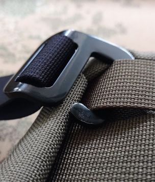 Aluminium hook for 25mm MOLLE webbing g-hook