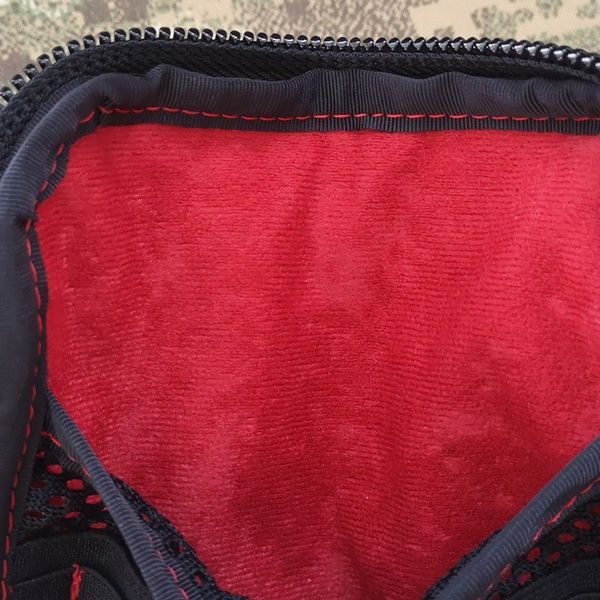 Red velour lining in main compartment +24pln