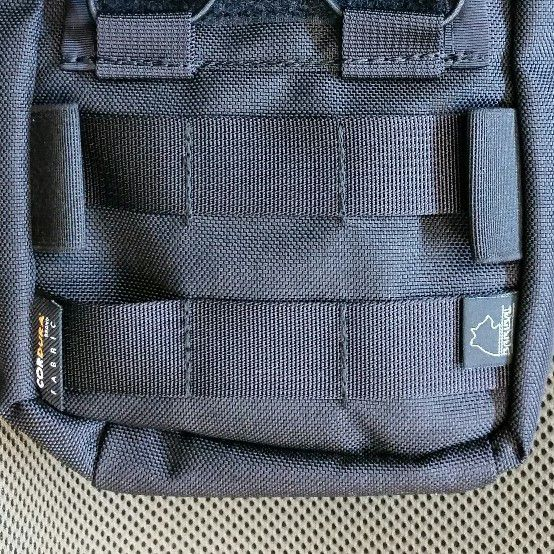 No loop tapes (only molle webbing)