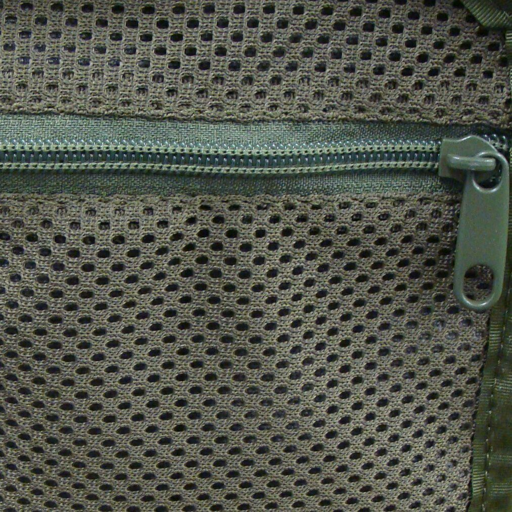 Pocket with zipper closure instead of flat mesh pocket +7pln