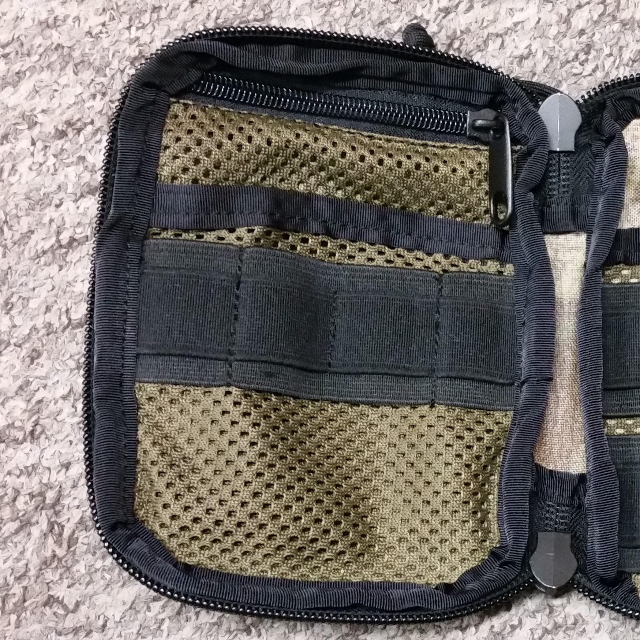 Pocket with zipper closure under flat, mesh pocket +9pln