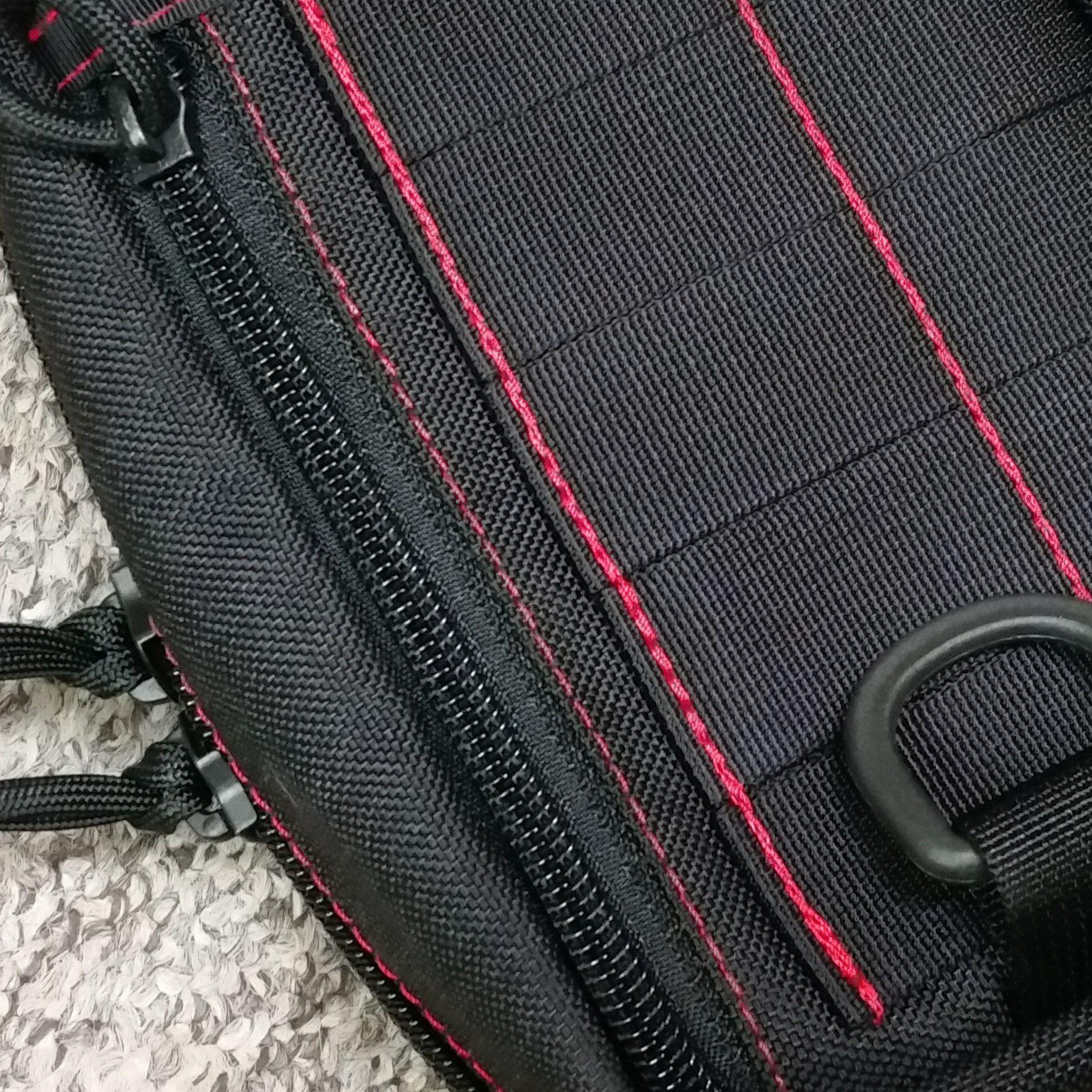 Flat pocket with upright zipper closure +12pln