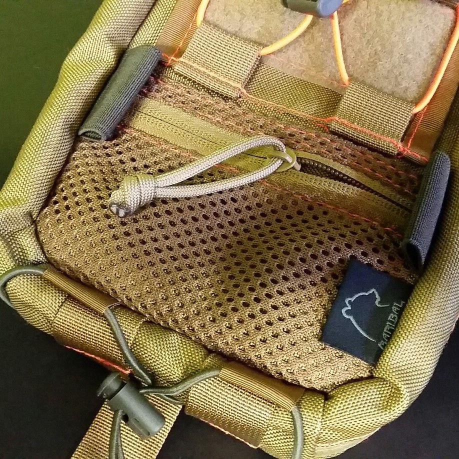 Mesh pocket with zipper closure +7pln